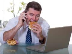 pracownik korporacji pracujący w stresie